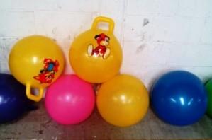 pelotas saltarinas con estampados y colores variados